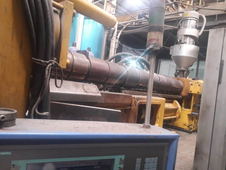 used-pet-injection-moulding-machine-