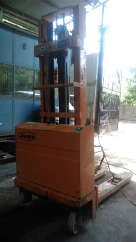 Jost Electric Stacker