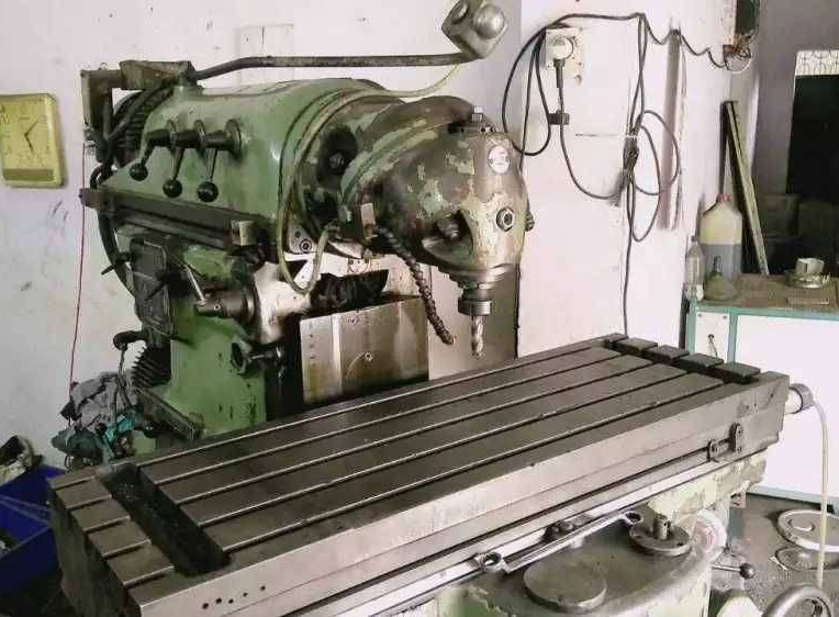 used-universal-milling-machine-